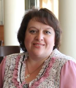 Ольга Нечаева (она же Ульяна Сельская и Лариса Лоретус) - корреспондент газеты